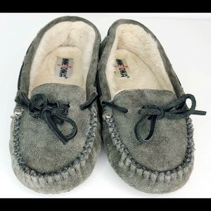 Minnetonka Moccasins Gray slippers House Shoes 7.5